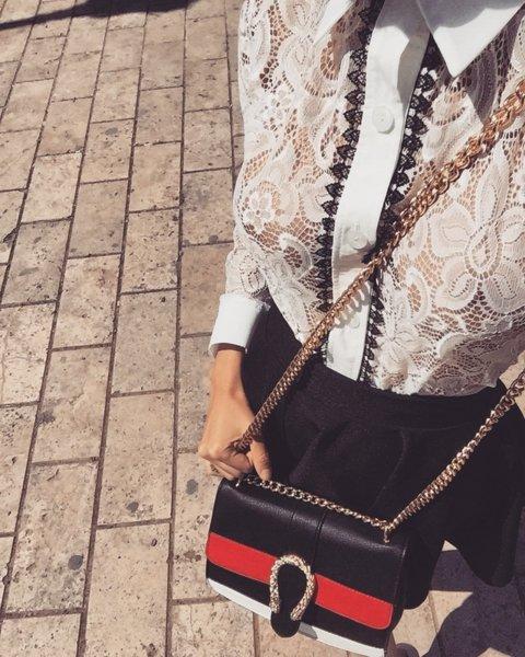 Чанта с метални детайли черно с червено
